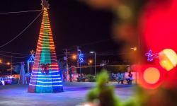 Praça de eventos já está decorada para o Natal, veja as fotos: