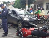 Homem fica ferido, vítima de colisão entre carro e moto no centro de Jacobina