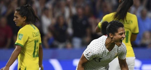 Seleção brasileira perde para a França na prorrogação e é eliminada da Copa Feminina