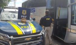 ÁS do baralho do crime é preso na BR 242 em ônibus com placas de Serrolândia transportando crack e utilizando documento falso