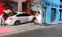 Condutor de Fusion colide em parede na Rua Antônio Muniz em Jacobina