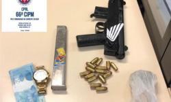 Submetralhadora e pistola são apreendidas com traficantes na rua Serrolândia na cidade de Feira de Santana
