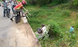 Carro cai de ponte em Jacobina