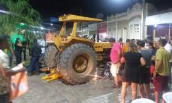 Condutor perde controle da direção de trator e atropela motociclistas em Miguel Calmon