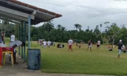 Jogo de futebol organizado por Vampeta é encerrado pela polícia na Bahia