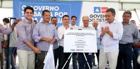 Rui inaugura colégio e entrega obras de abastecimento de água em Lajedinho