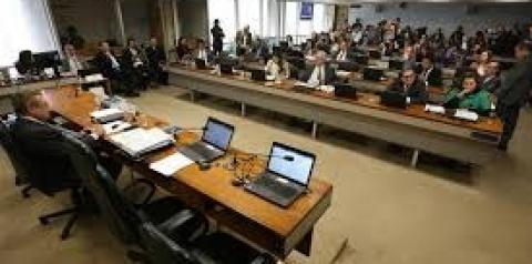 Comissão do Senado aprova fim da estabilidade para servidores