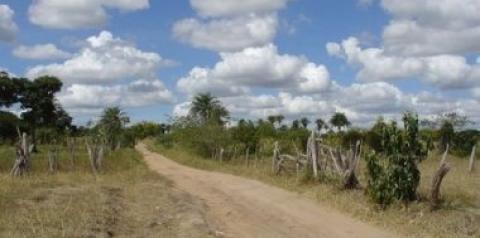 Moto é tomada por assalto na estrada de Jaboticaba em Quixabeira