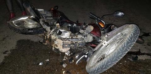 Colisão entre moto e carro deixa casal ferido na BR-324, em Jacobina