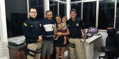 PRF Capim Grosso socorre criança com sintomas de engasgamento infantil e risco de morte