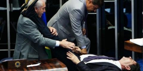 Cid Gomes teve queda de pressão por passar muito tempo em pé, conta Otto Alencar