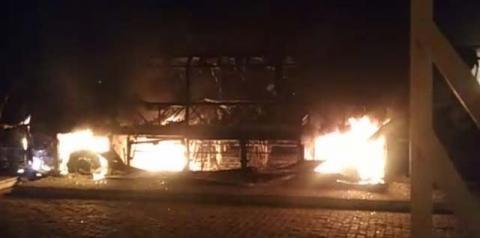 Ônibus da Falcão Real pega fogo no Terminal Rodoviário de Miguel Calmon