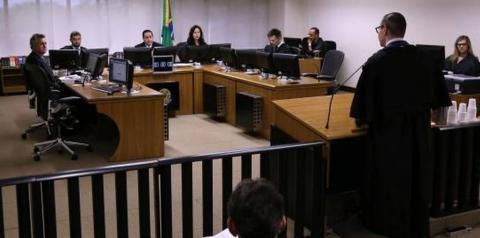 Relator mantém condenação e aumenta pena de Lula para 17 anos no caso do sítio de Atibaia