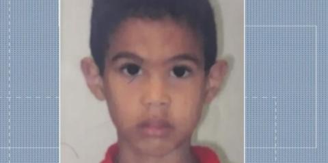 Menino de 12 anos morre após ser atingido por galho de árvore, em Feira de Santana