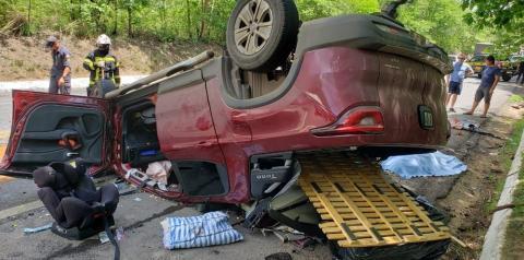 Acidente entre caminhonete de luxo e carreta mata três na BR-242; criança está entre vítimas