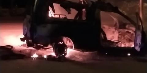 Ambulância em chamas próximo a UPA de Capim Grosso