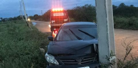 Motorista colide contra poste em Serrolândia