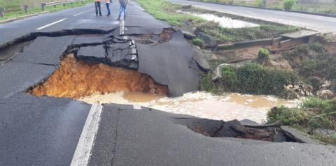 PRF na Bahia informa interdição do Km 589 da BR 324 (sentido Salvador x Feira de Santana)