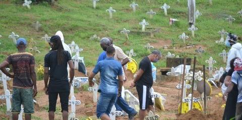 Brasil bate recorde de óbitos em 24 horas e ultrapassa os 30 mil mortos