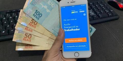 Bolsonaro diz que governo avalia pagar mais 3 parcelas do auxílio emergencial