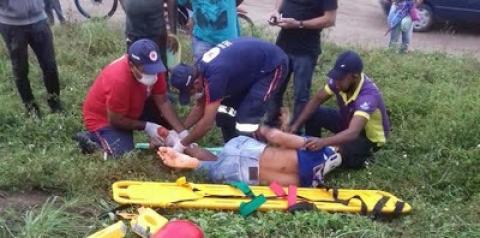 Acidente entre uma caminhonete e uma moto deixa quixabeirense gravemente ferido