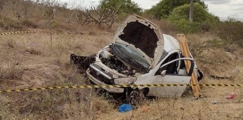 Idoso morre e 4 pessoas da mesma família ficam feridas após carro capotar na BA-120