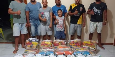 Ação do Vereador Régis de Vigário e aliados doa cestas básicas a famílias em Serrolândia