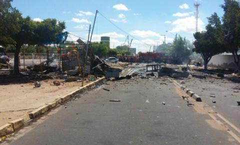 Barraca de fogos explode atingindo casas, carros e cemitério em Petrolina