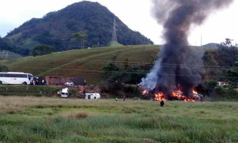 Acidente entre carreta, ônibus e ambulâncias deixa ao menos 21 mortos; veja vídeo