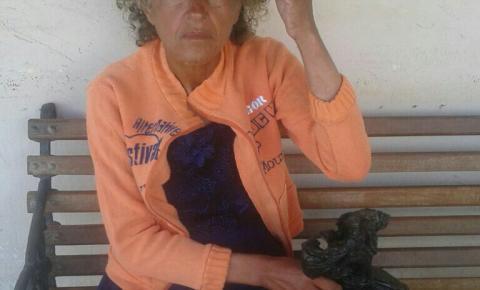 Mulher que vive em ruas de Jacobina precisa de ajuda para localizar família em MG