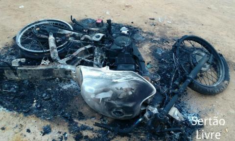 Moto incendeia em Lagoa do 33 de Ourolândia