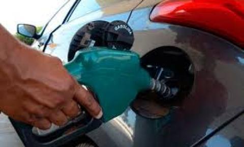 Petrobras anuncia alta de 0,80% no preço da gasolina e queda de 0,20% no diesel