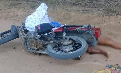 Mulher morre após batida de moto estrada vicinal de Quixabeira.