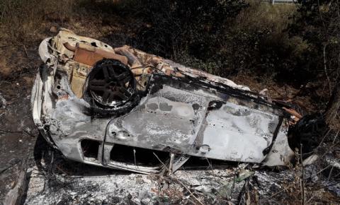 Motorista morre carbonizado após veículo capotar na BA-130, entre Mairi e Baixa Grande
