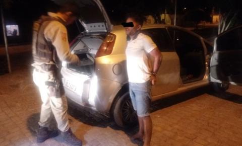 Durante perseguição em Miguel Calmon, Polícia Militar prende elemento com arma e recupera carro tomado de assalto em Jacobina.