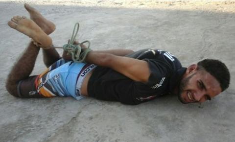 Homem é detido por populares após tentar assaltar posto de combustíveis