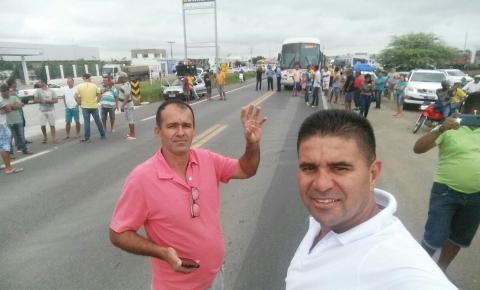 Caminhoneiros bloqueiam rodovias baianas em protesto contra alta do diesel