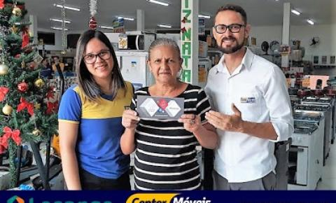 Cliente da Center Móveis e Eletros de Várzea do Poço ganhou uma poupança com mais de 3 mil reais em sorteio da Losango