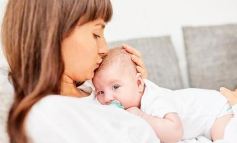 Recém-nascida de 14 dias morre após beijo de adulto