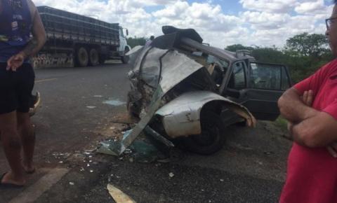 Mulher morre após batida frontal de veículos entre João Dourado e América Dourada, na região de Irecê