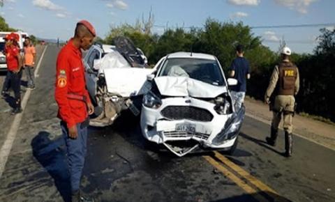 Engavetamento envolvendo 4 veículos deixa um ferido em Ipirá