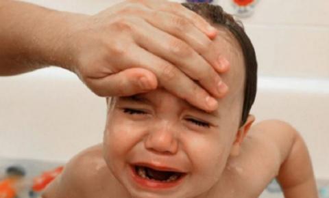 Menino de 2 anos morre depois de pai usar compressa com álcool para baixar febre