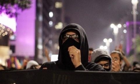 Doria regulamenta lei que proíbe uso de máscaras em protestos