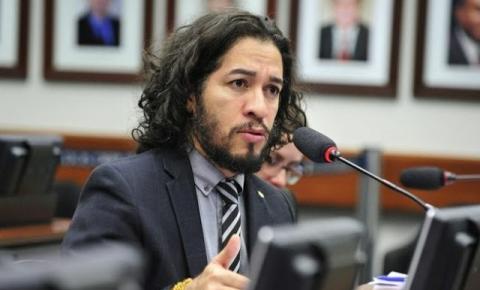 Jean Wyllys relata ameaças, desiste do mandato e vai embora o Brasil