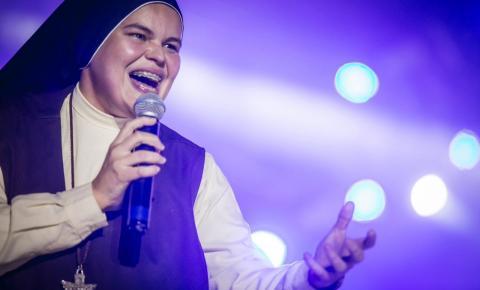 Irmã Ana Paula, uma das maiores cantoras católicas do Brasil estará no 13º Congresso Carismático de Serrolândia.