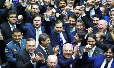Rodrigo Maia é reeleito presidente da Câmara por mais dois anos