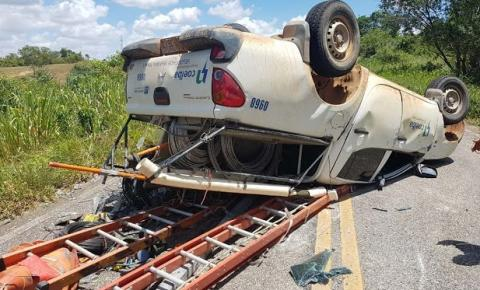 Motorista perde a direção de veículo da Coelba e capota na BA-131, entre Jacobina e Caém