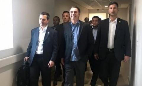 Bolsonaro recebe alta e deixa Hospital Albert Einstein em São Paulo