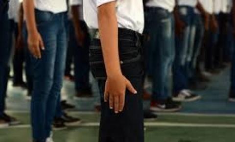 Escolas padrão militar devem se espalhar pelo Brasil, anuncia o MEC