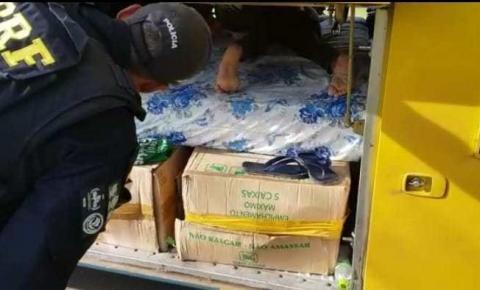 PRF flagra homem sendo transportado no bagageiro de ônibus em Barreiras (BA)